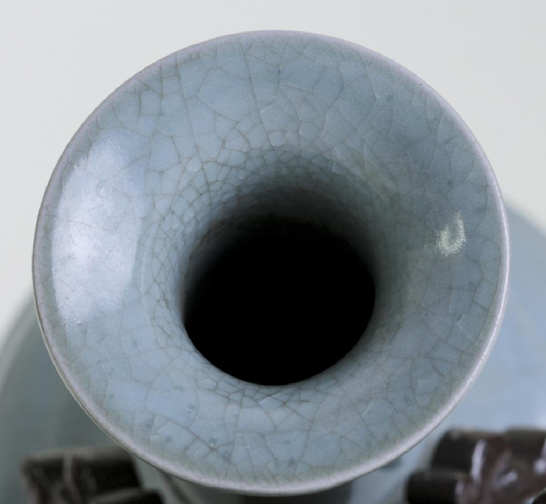 An elegant Chinese Ge crackle long neck vase - 4