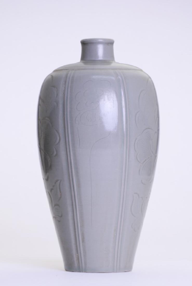 A rare Chinese celadon Mei Ping - 2