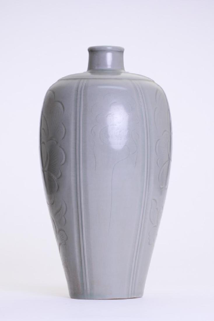 A rare Chinese celadon Mei Ping - 4
