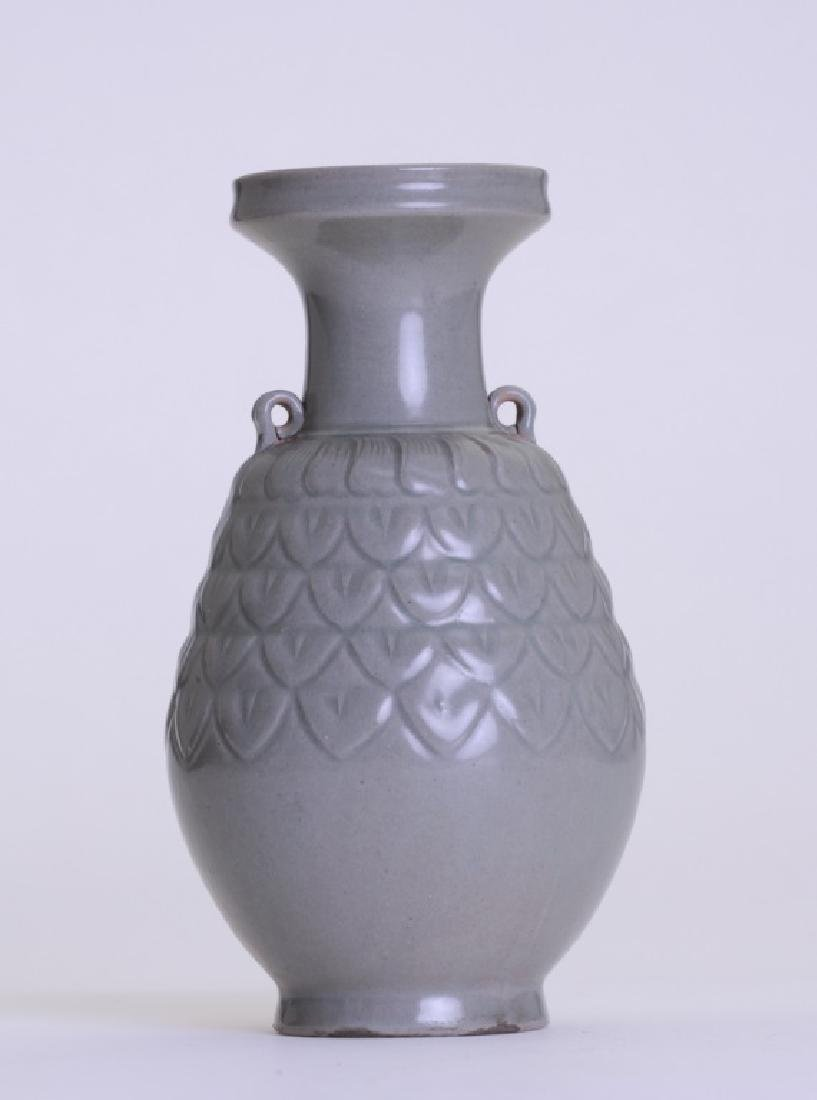 A nice Chinese celadon vase with double ears - 2