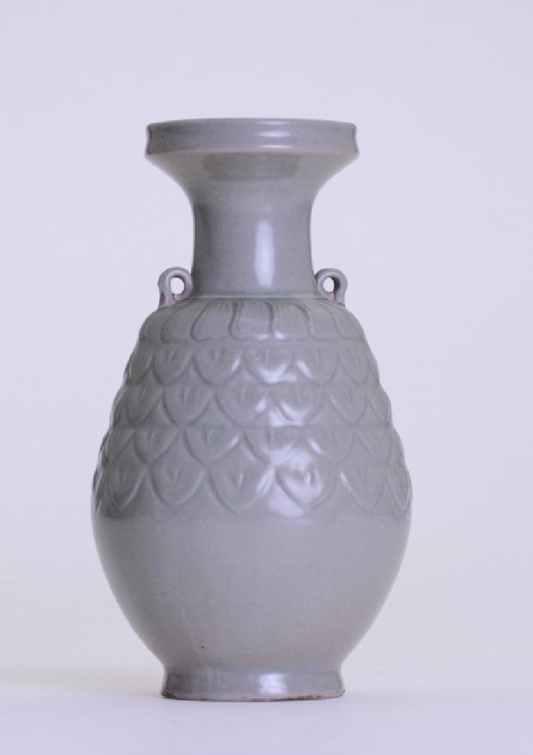 A nice Chinese celadon vase with double ears - 3
