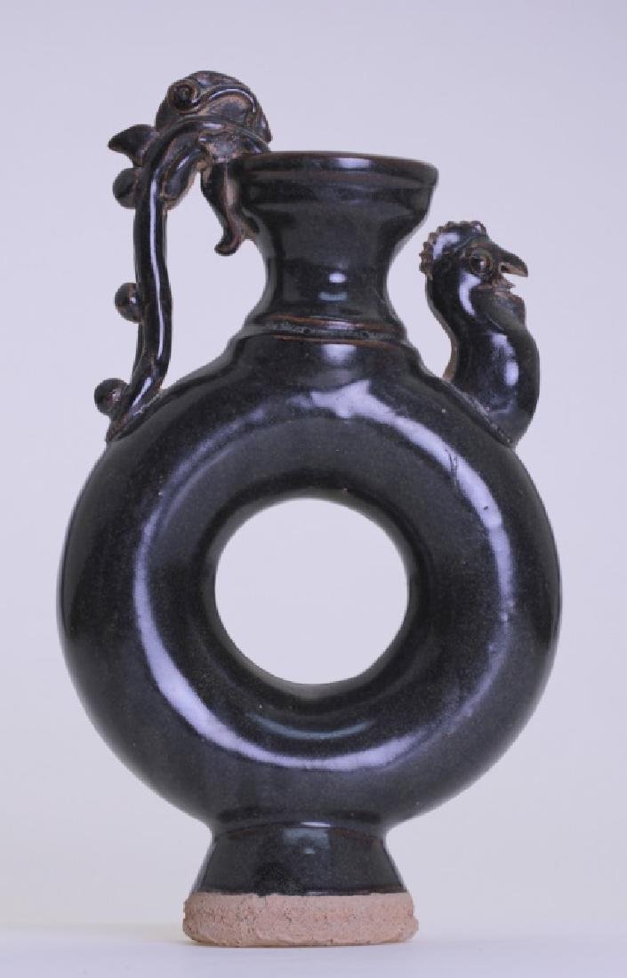 Chinese vase with ring-like body and roaster head - 2