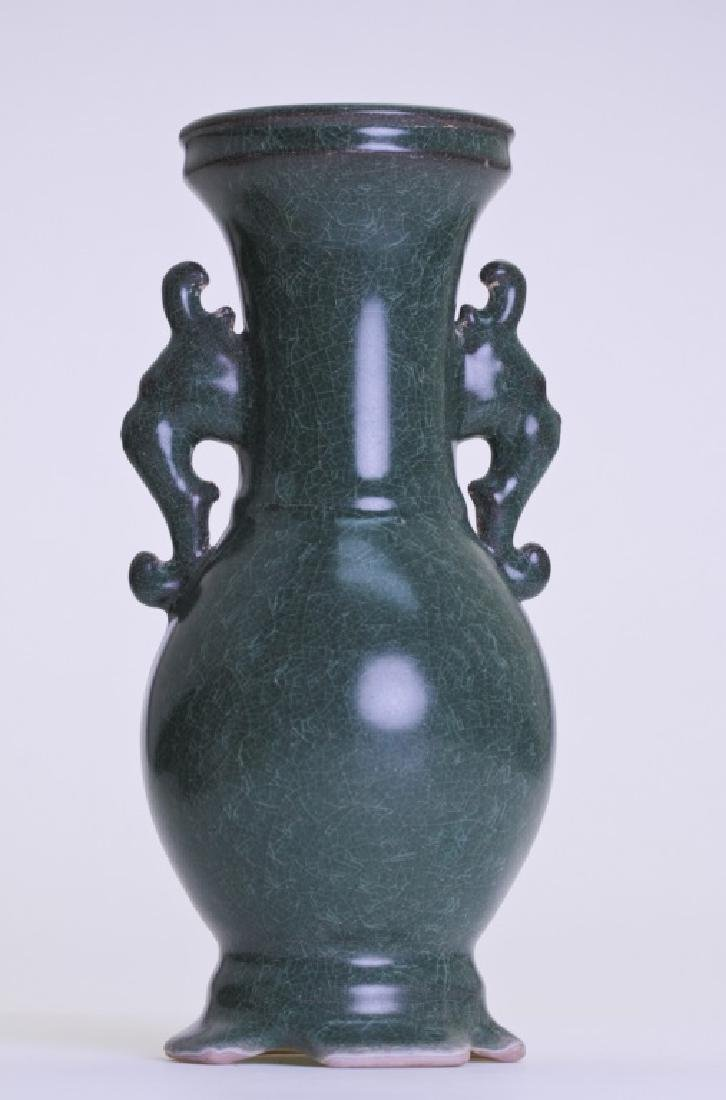 A nice Chinese greenish vase with double ears - 2