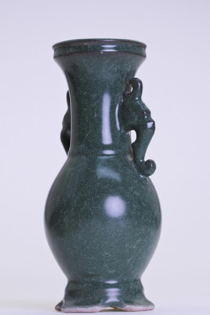 A nice Chinese greenish vase with double ears - 3