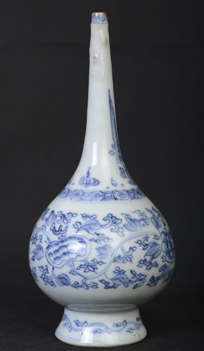 A nice Chinese blue and white long neck vase