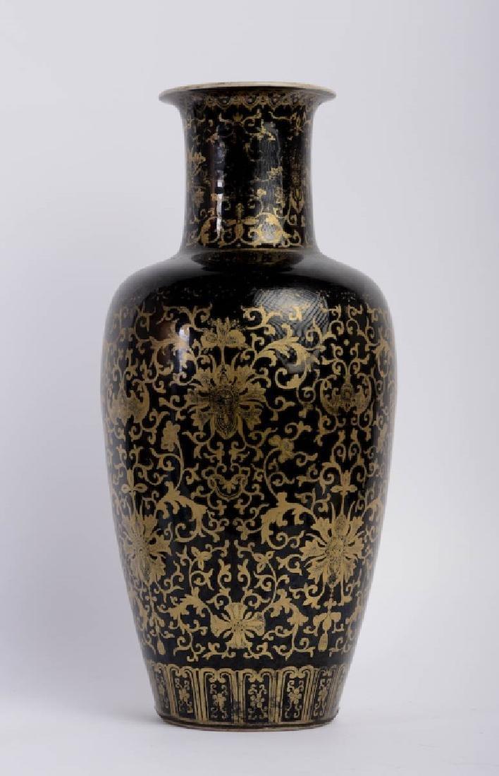 A Chinese Kang xi bottle vase