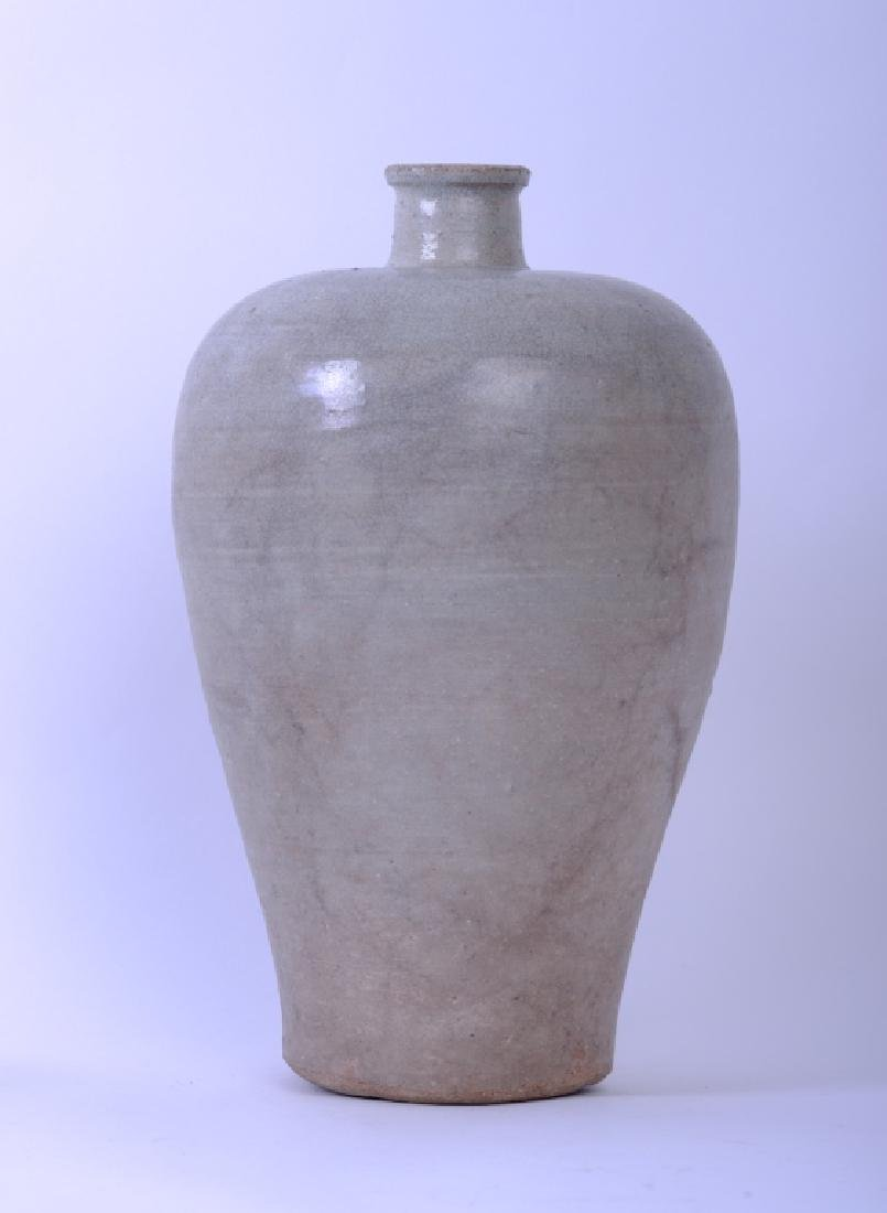 A Chinese Song dynasty whitish Mei Ping vase - 4
