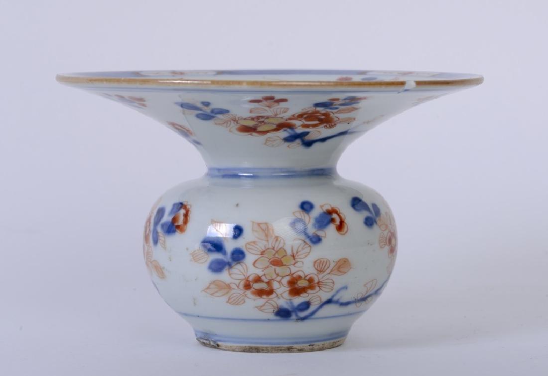 An elegant Chinese Kang Xi imari 'Zha
