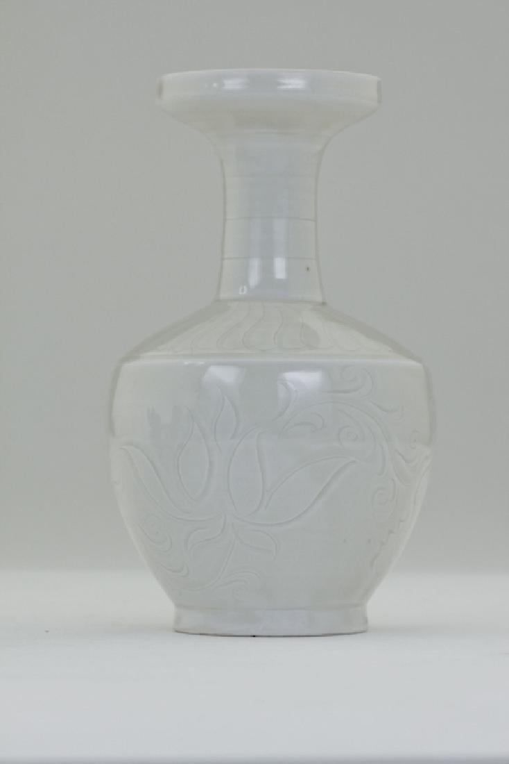 A nice Chinese white enamel vase