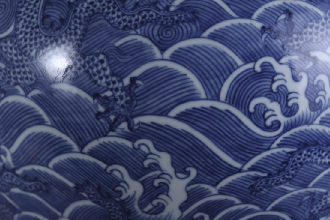 A Chinese Qing dynasty blue and white vase - 9