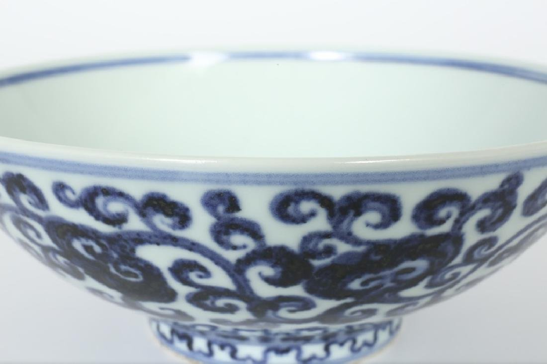 A Chinese Ming dynasty blue and white bowl - 5