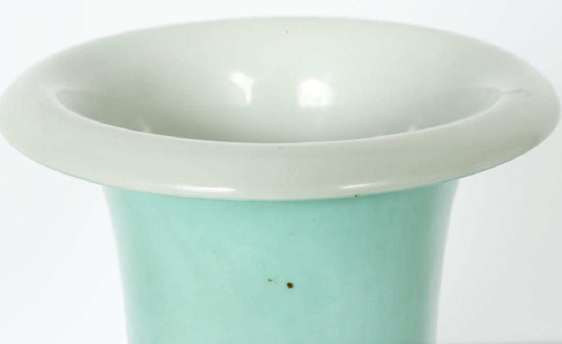 A Chinese Yong Zheng turquoise glaze vase - 4