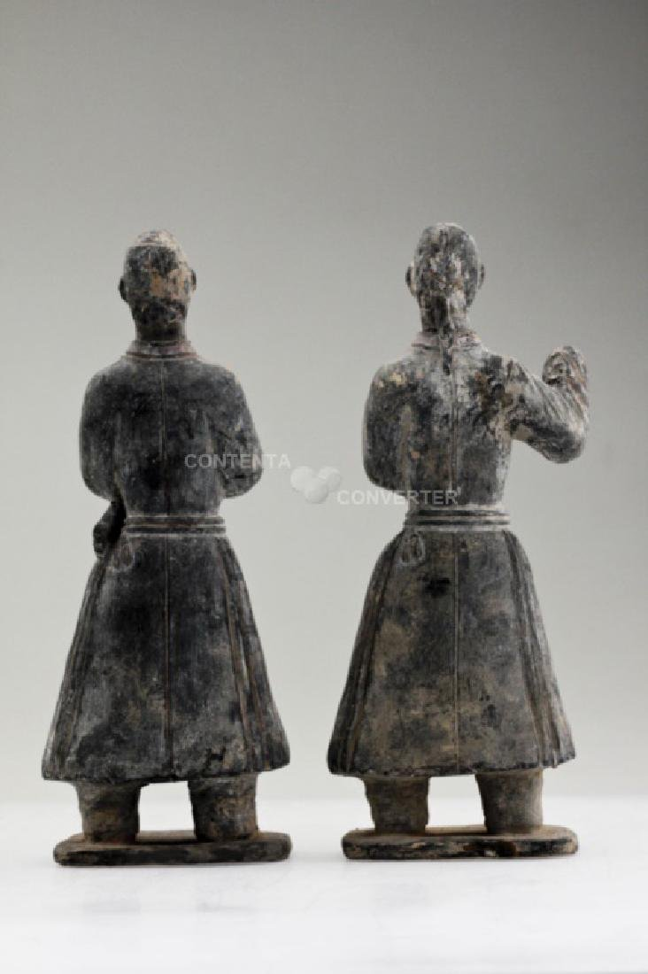 A pair of Han dynasty pottery officer figures - 4