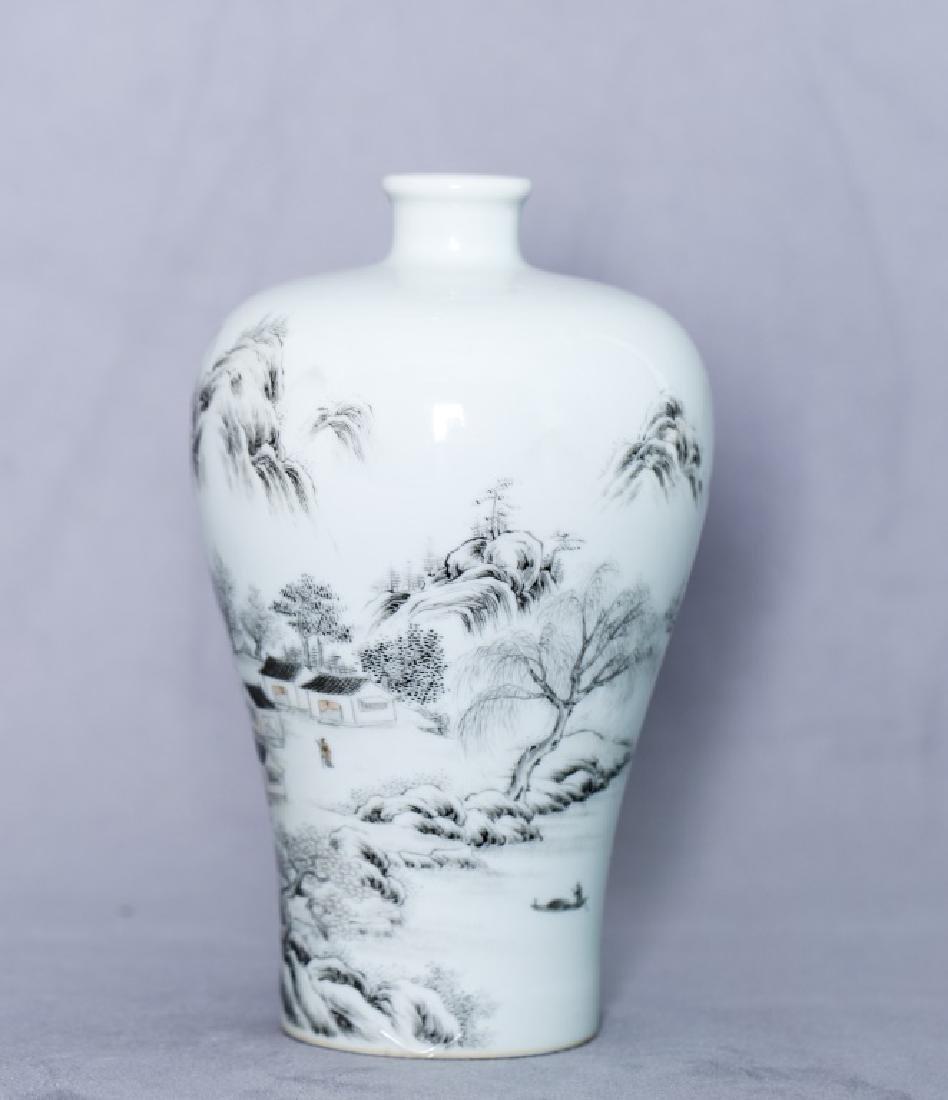 An elegant Chinese Mei Ping vase