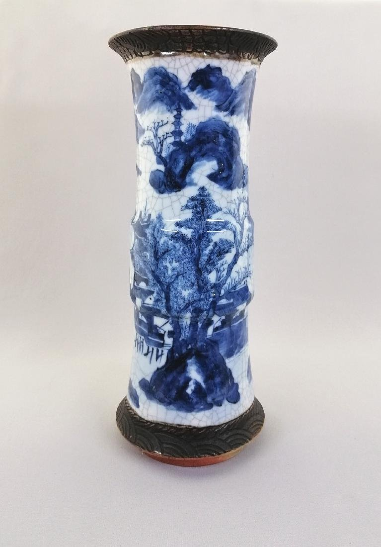 A large Chinese blue and white porcelain vase - 2