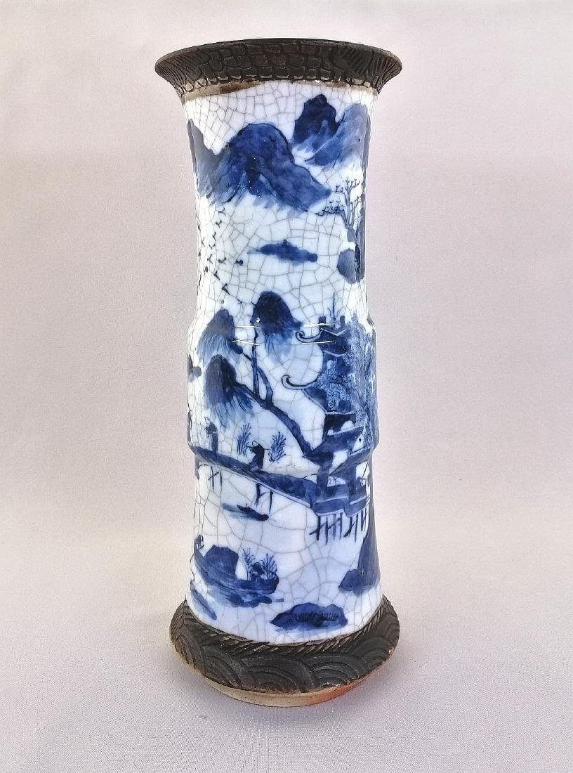 A large Chinese blue and white porcelain vase - 3