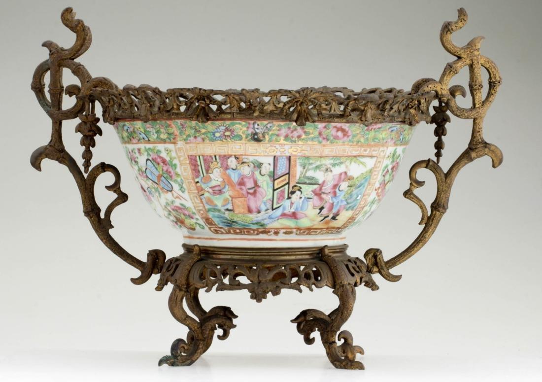 Nice Chinese export rose medallion porcelain bowl