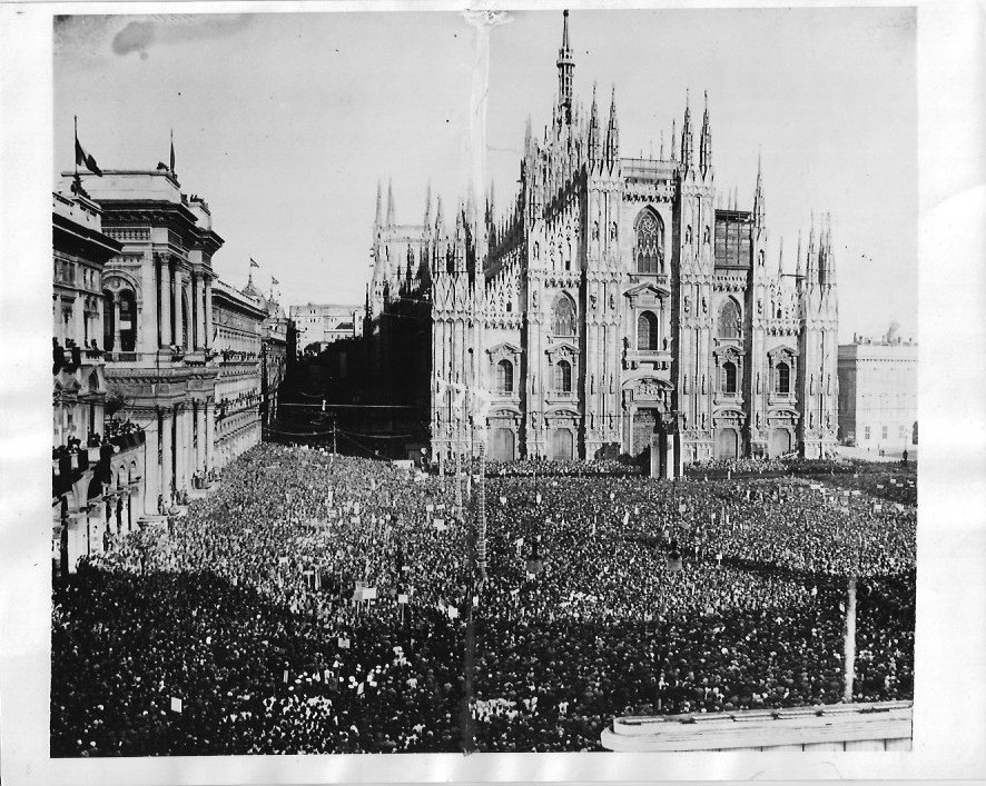1934 Followers of Mussolini gathered in Piazza