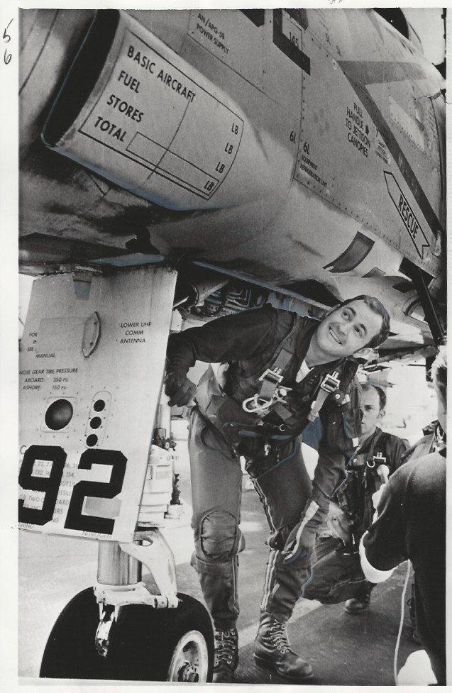 1973 Press Photo Lt. Cdr. David Hoffman