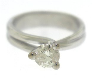 Remarkable 18kt RBC Solatire Engagement Ring