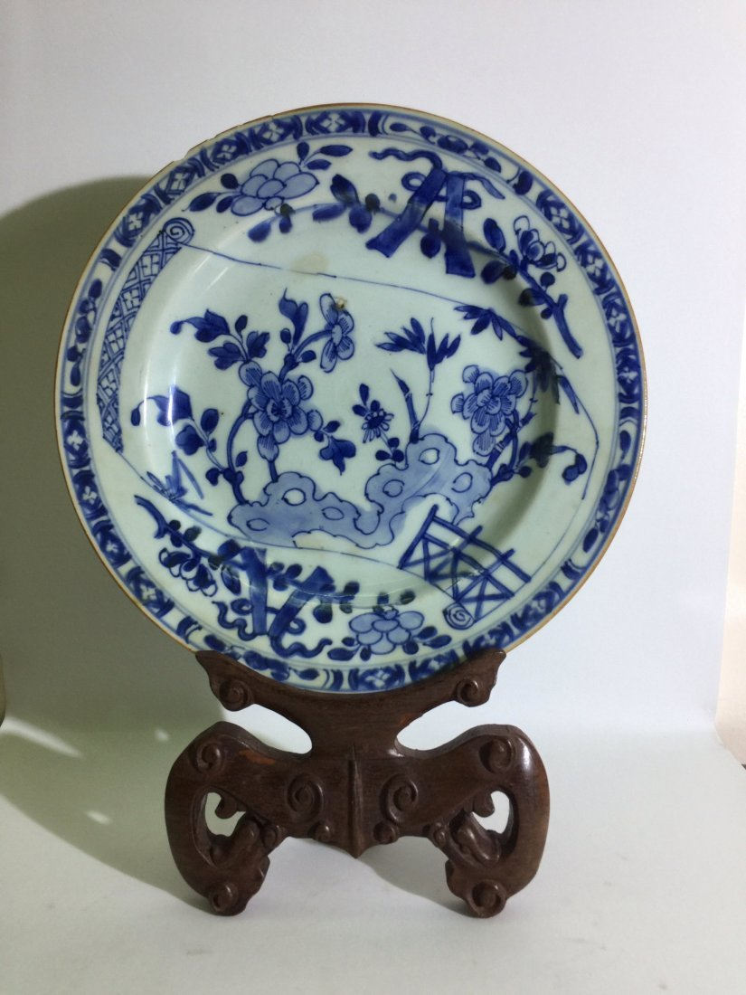 A chinese B-W dish with floral design, 18th Cen.