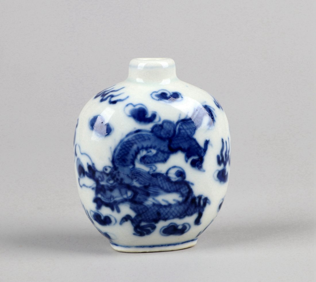 A Blue and White Snuff Bottle, Qing Dynasty - 2
