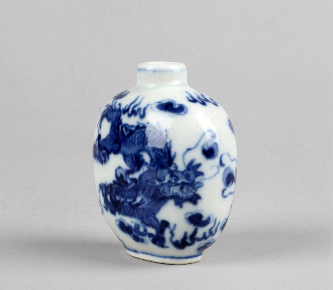 A Blue and White Snuff Bottle, Qing Dynasty - 3
