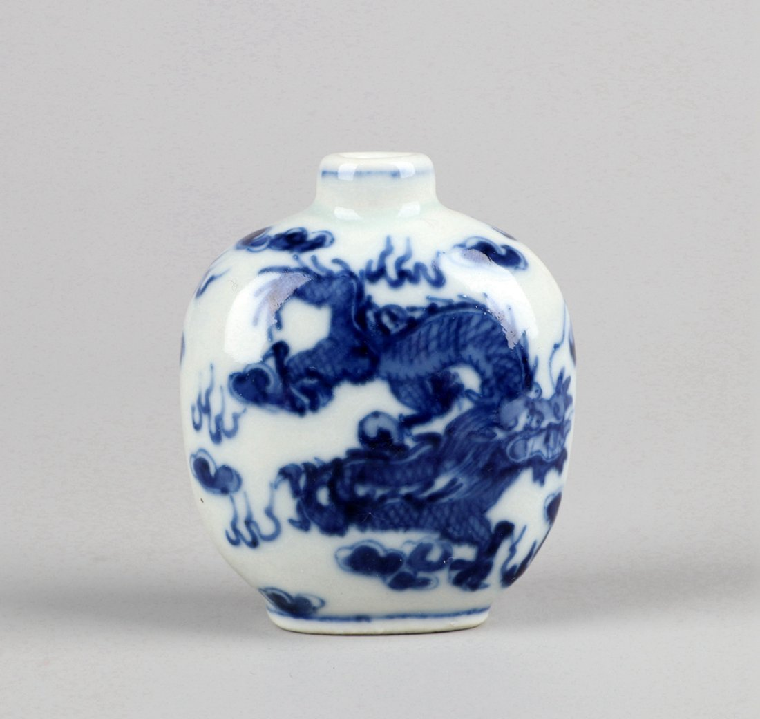 A Blue and White Snuff Bottle, Qing Dynasty - 4