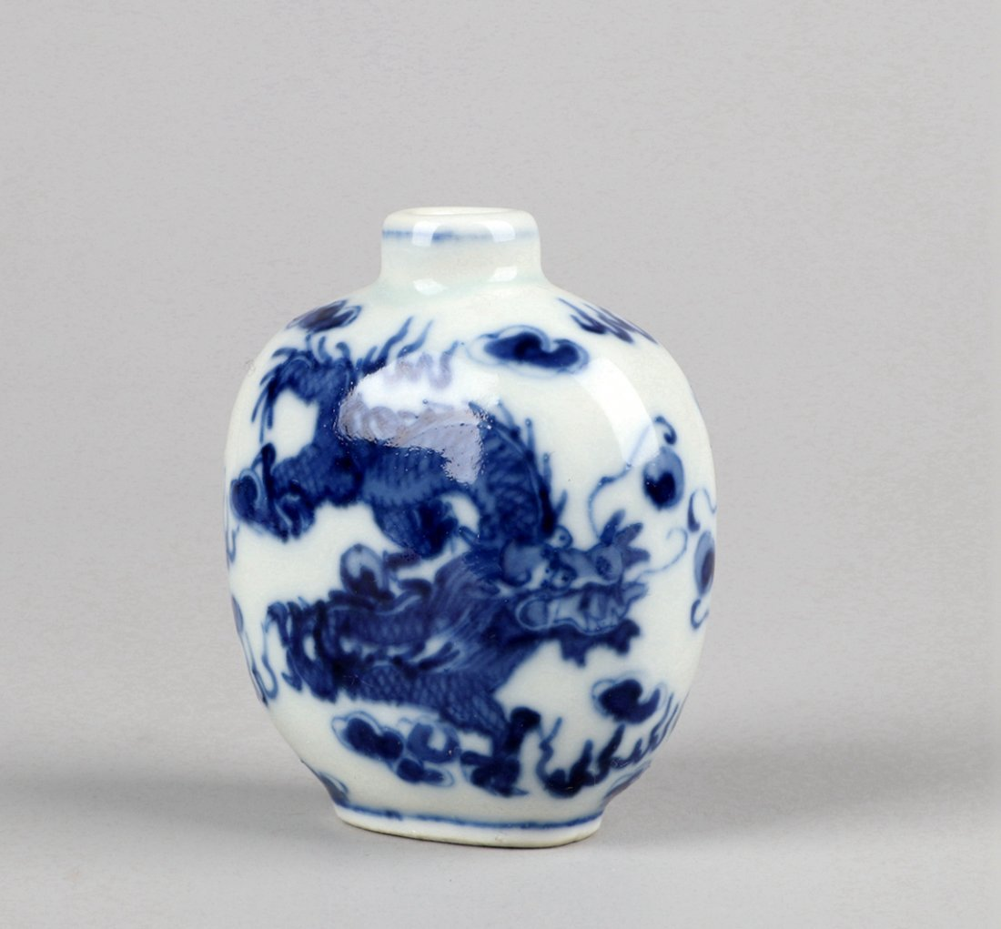 A Blue and White Snuff Bottle, Qing Dynasty - 5