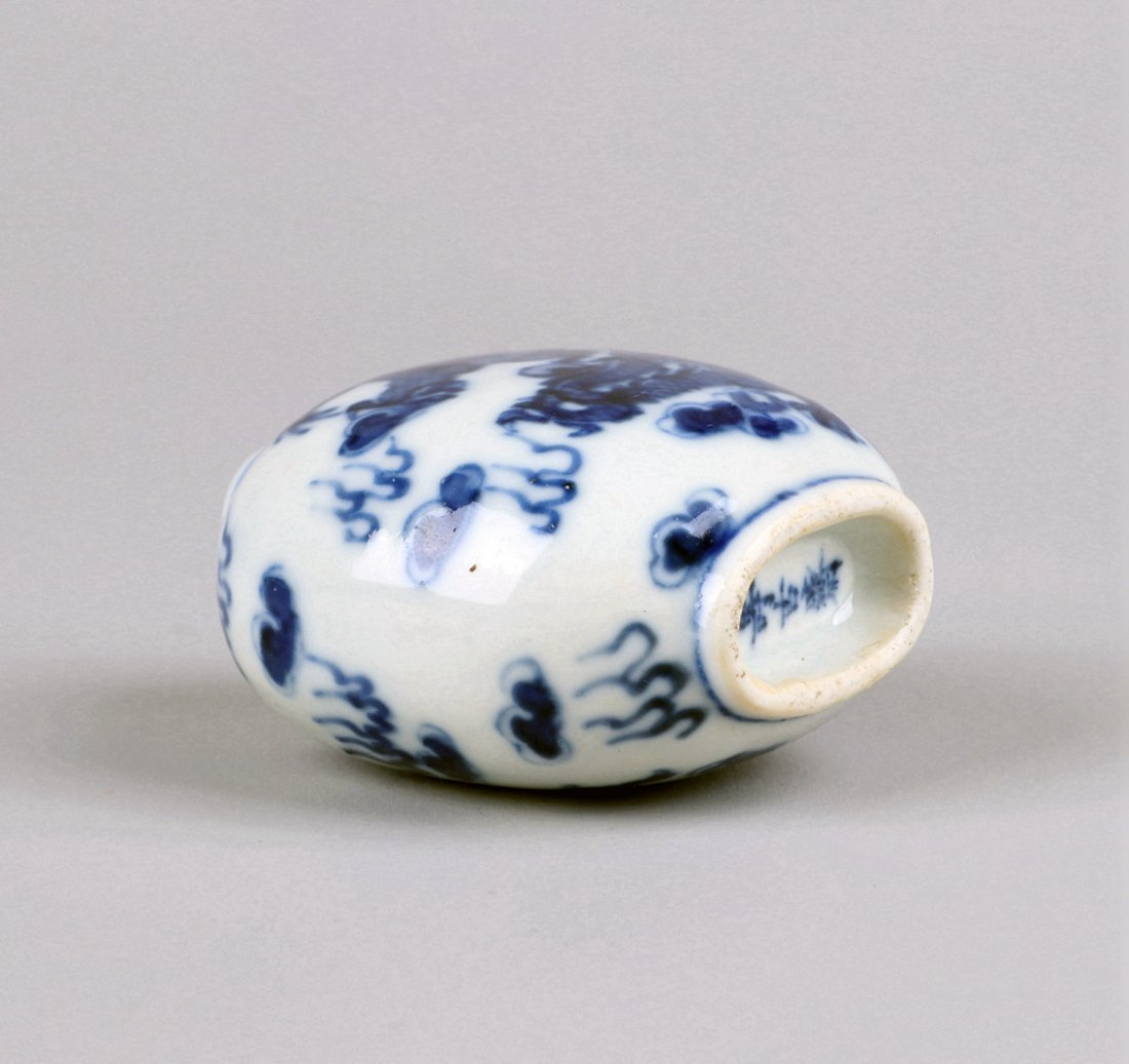 A Blue and White Snuff Bottle, Qing Dynasty - 6