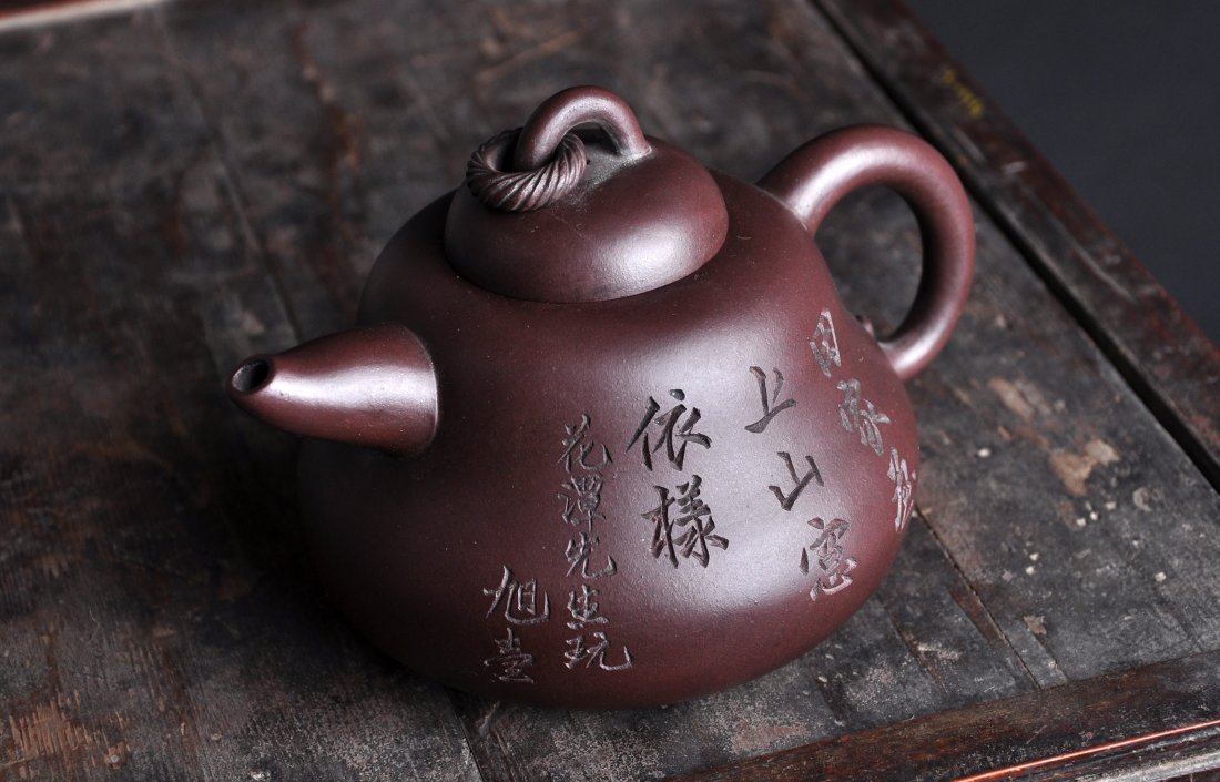 A Clay Tea Pot with 'A Man Tuo Shi' Mark, Qing Dynasty