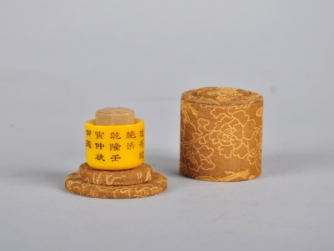A Yellow Glass Thumb Ring with Imperial Poem - 3