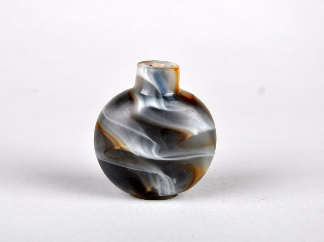 A Glass Imitating Agate Snuff Bottle, Qing Dynasty - 2