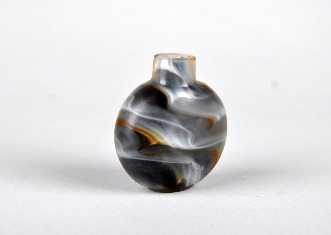 A Glass Imitating Agate Snuff Bottle, Qing Dynasty - 3