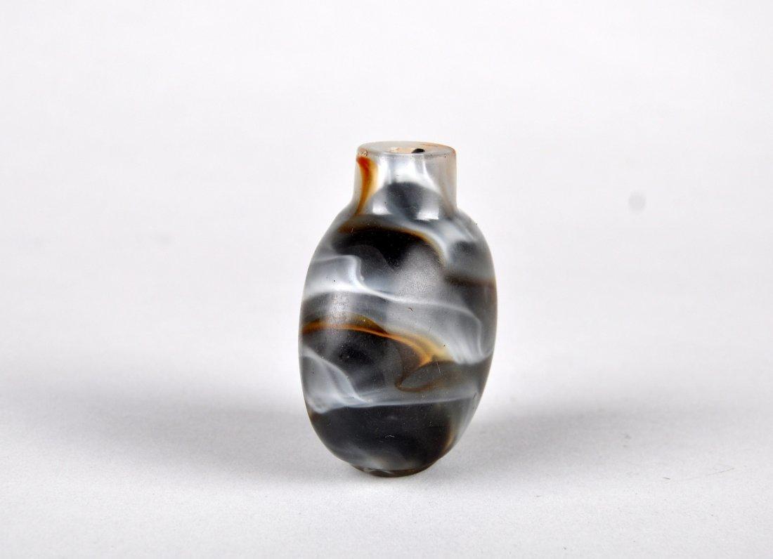 A Glass Imitating Agate Snuff Bottle, Qing Dynasty - 4
