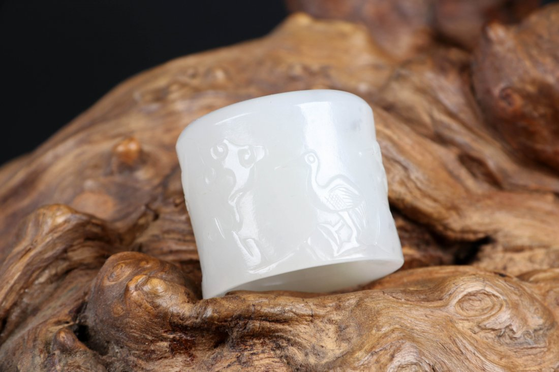 A Jade Thumb Ring with Oringianl Box, Qing Dynasty - 7