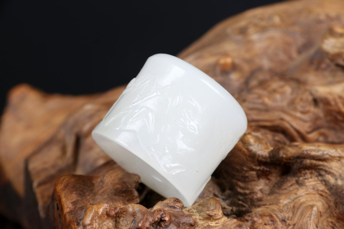 A Jade Thumb Ring with Oringianl Box, Qing Dynasty - 8