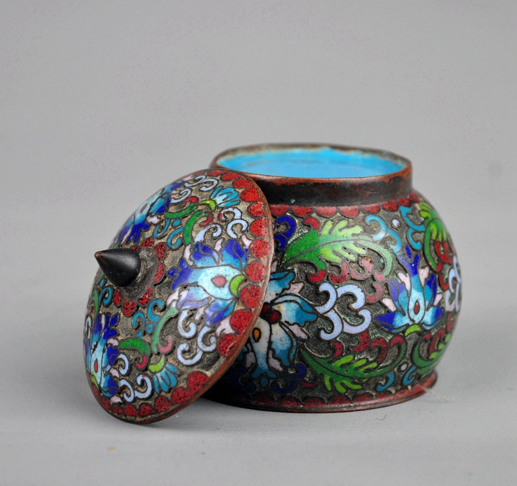 A Cloisonne Enamel Box with Lid, Qing Dynasty - 4