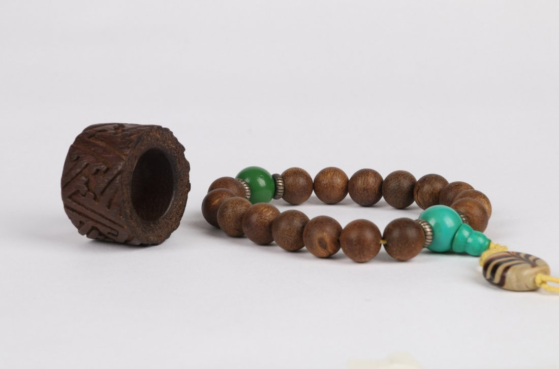 An Aloeswood Thumb Ring and Bracelet, Qing Dynasty - 2