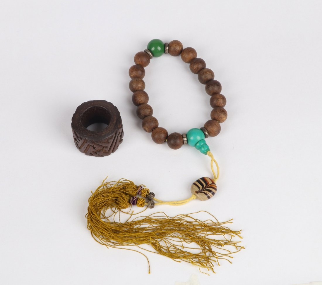 An Aloeswood Thumb Ring and Bracelet, Qing Dynasty - 5