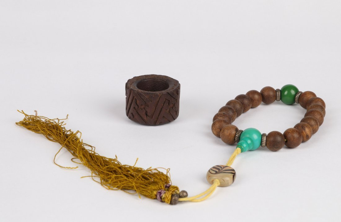 An Aloeswood Thumb Ring and Bracelet, Qing Dynasty - 6