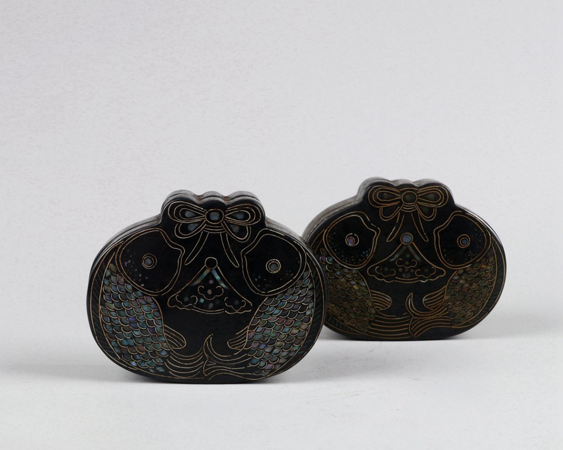 A Pair of Mother-of-Pearl Inlaid Black Lacquer Boxes - 3