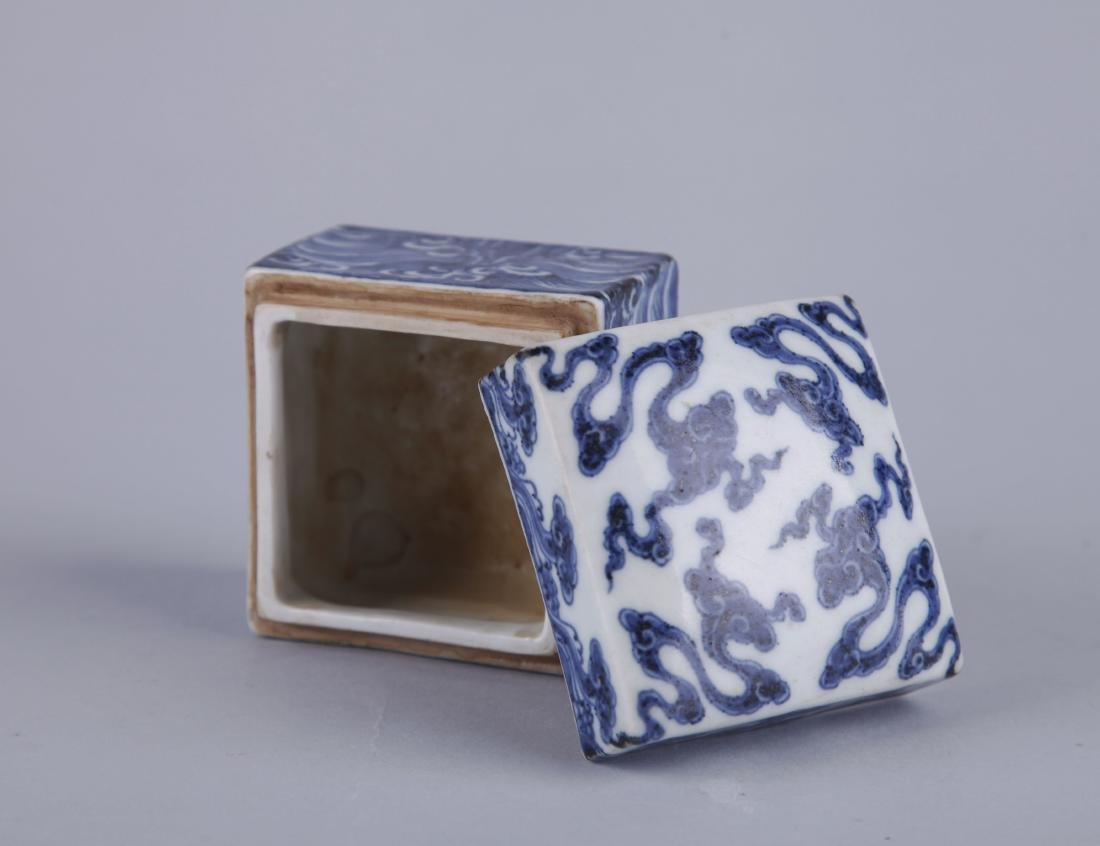 A BLUE AND WHITE RECTANGUALR BOX AND COVER, MING - 3