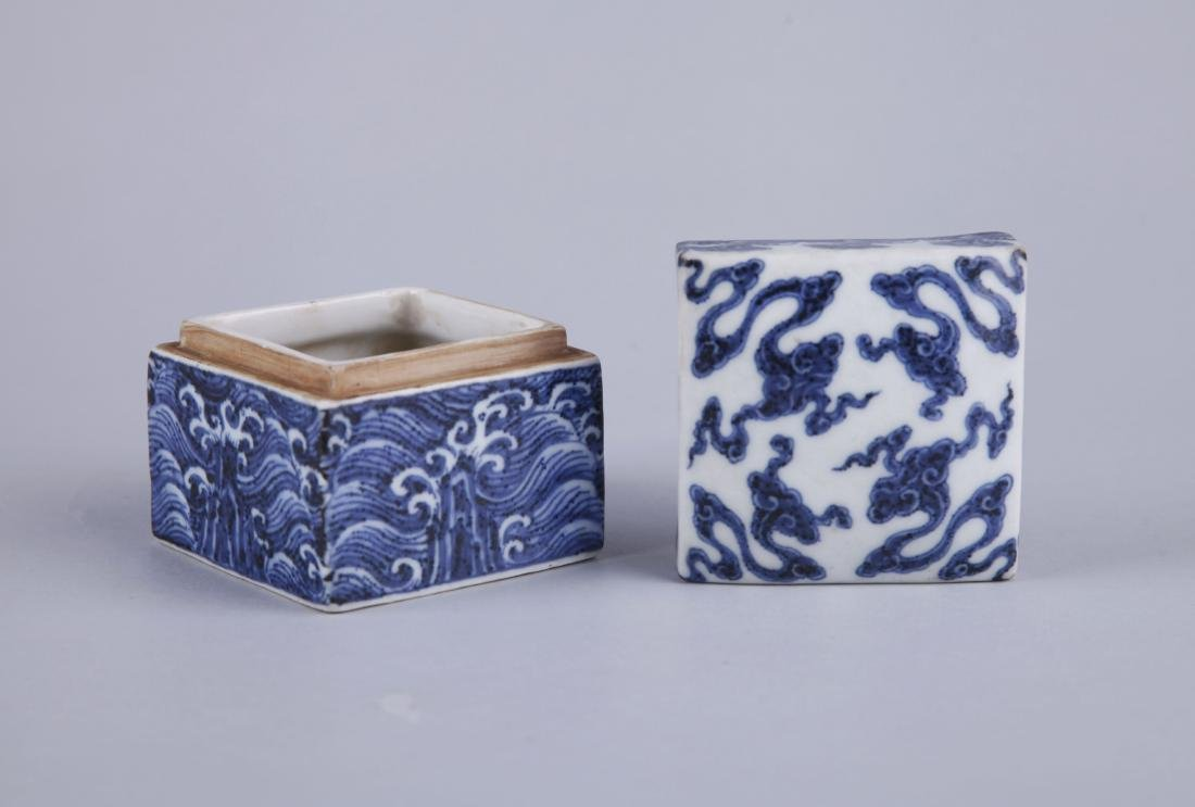 A BLUE AND WHITE RECTANGUALR BOX AND COVER, MING - 4