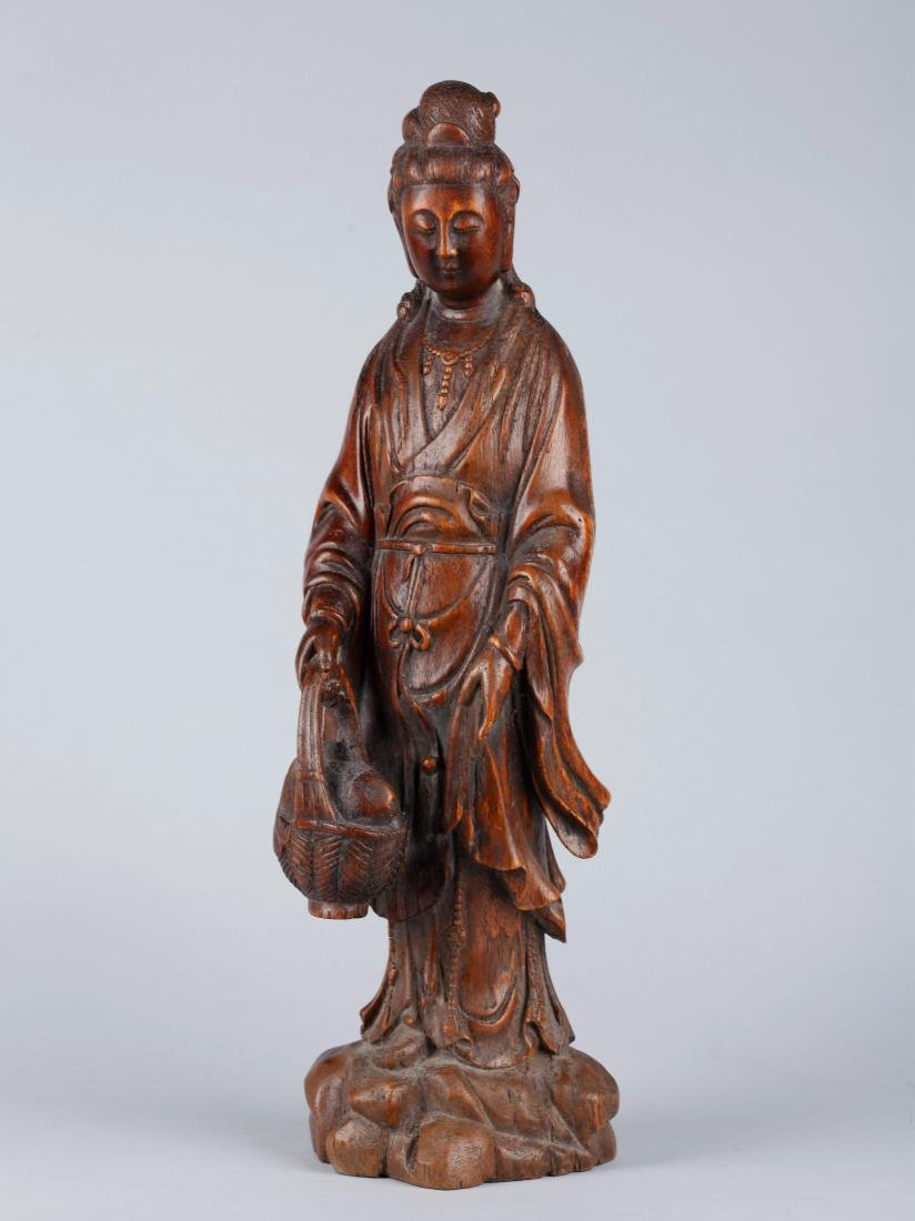 A CHINESE CARVED WOOD FIGURE OF GUANYIN, QING DYNASTY