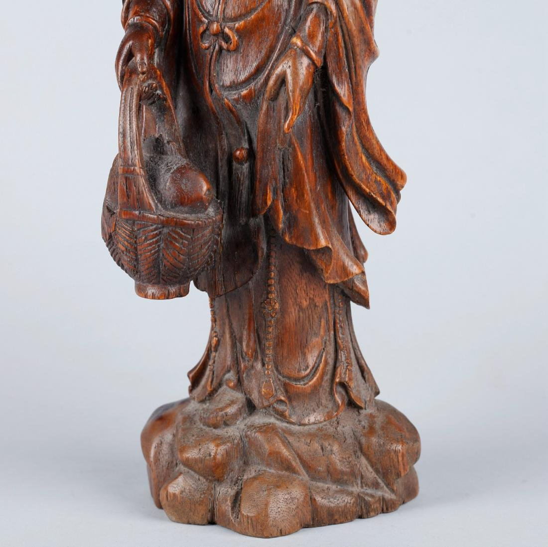 A CHINESE CARVED WOOD FIGURE OF GUANYIN, QING DYNASTY - 2