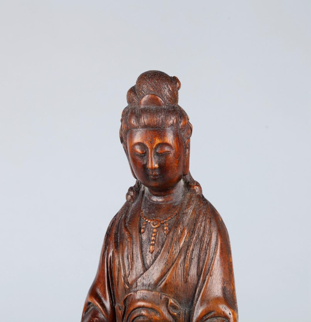 A CHINESE CARVED WOOD FIGURE OF GUANYIN, QING DYNASTY - 3