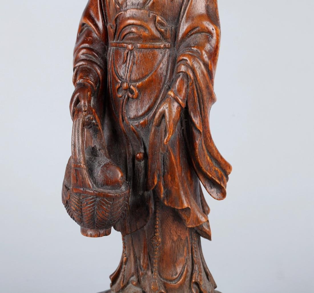 A CHINESE CARVED WOOD FIGURE OF GUANYIN, QING DYNASTY - 4