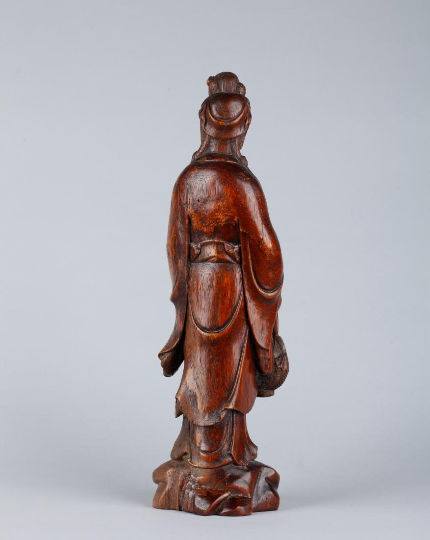 A CHINESE CARVED WOOD FIGURE OF GUANYIN, QING DYNASTY - 5