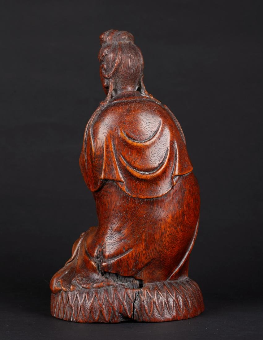 A CHINESE CARVED WOOD FIGURE OF SEATED GUANYIN, QING - 3